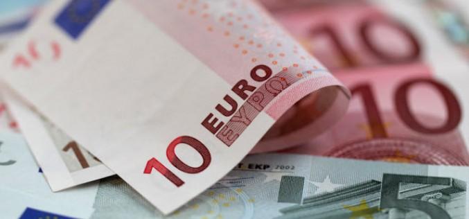 Евро упало на ожиданиях понижения процентных ставок