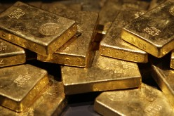 Золото растет на фоне падения рынков и нефтяных котировок