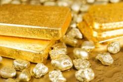 Золото падает на фоне статистики из США