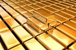 Слабая статистика из Китая заставляет инвесторов скупать золото