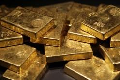 Золото после заявлений чиновников ФРС устремилось вниз