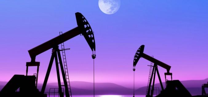 Нефть вновь теряет в цене