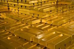 Золото умеренно растет из-за слабой статистики по США