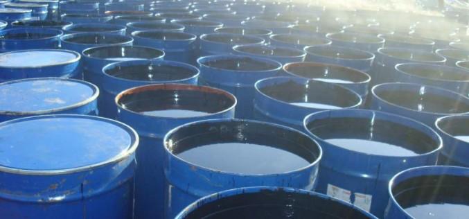Нефть дешевеет на новых страхов о переизбытке предложения на рынке