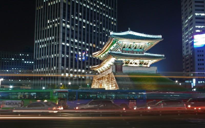 Азия растет на ожиданиях от центробанков