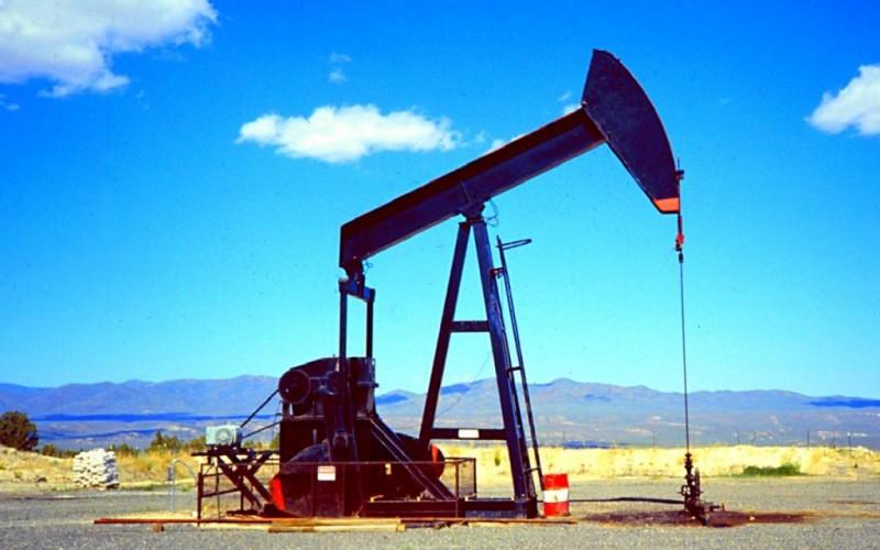 Стоимость нефти вновь падает из-за бегства инвесторов