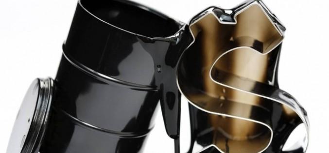 Сокращение запасов в США поддерживает цены на нефть