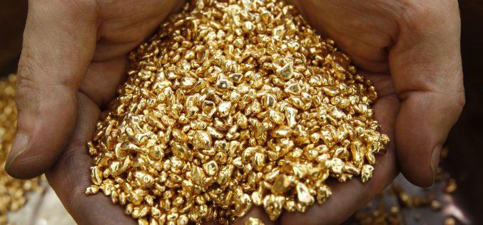 Золото растет на слабых данных из США