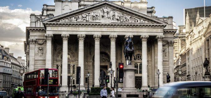 Фондовый рынок Великобритании закрылся падением
