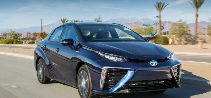 Автомобиль с водородным двигателем на дорогах Японии