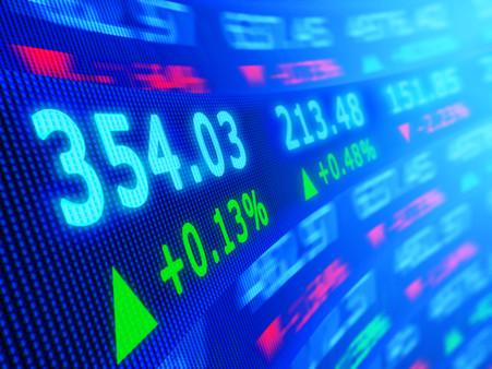 Обзор: рынки разочарованы началом действия пошлин, рубль продолжил игнорировать геополитику