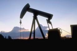 Аравийцы сократили добычу нефти.
