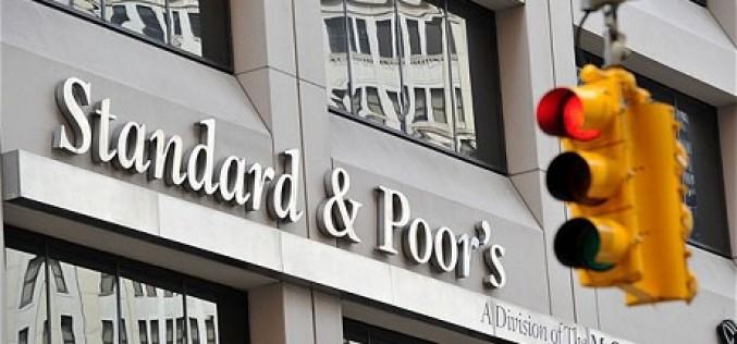 Агентство S&P ухудшило прогноз рейтингов 19 российских банков из-за геополитического напряжения