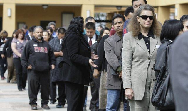 В США выросло число заявок на пособие по безработице